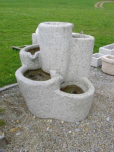 runder Granitbrunnen