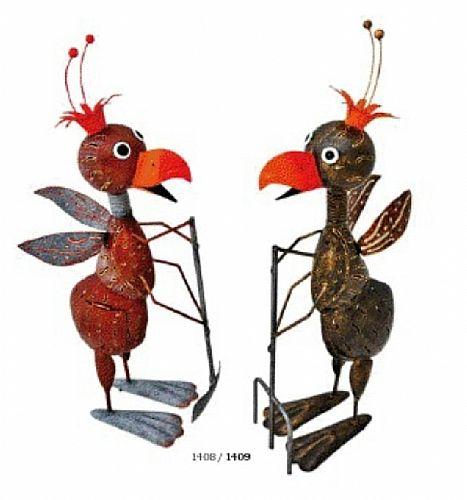 Ameisen mit Gartenwerkzeug
