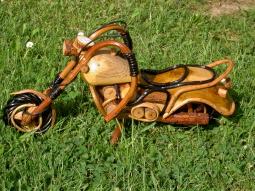 Motorrad aus Holz