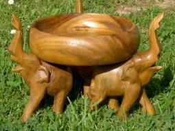 Holzschale mit Elefanten