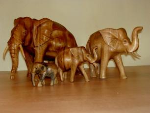 handgeschnitzte Elefanten