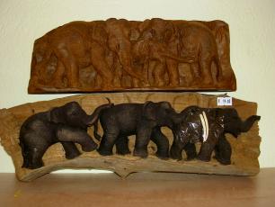handgeschnitzte Elefantenreliefs