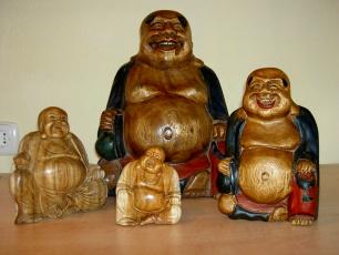 handgeschnitzte Buddhas
