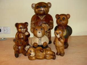 handgeschnitzte Bären