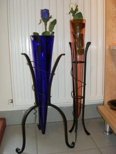 Glasvasen in Metallständer