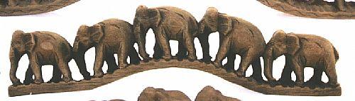 Elefanten auf Brücke